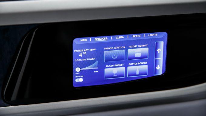 Aznom Palladium: il display touch nella portiera del conducente