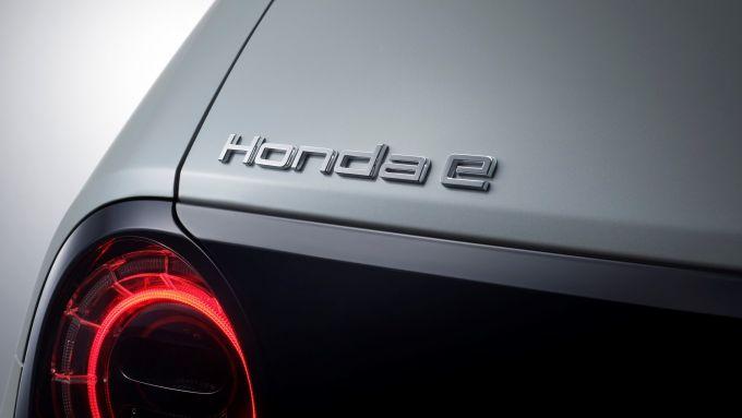 Badge sul portellone di Honda e