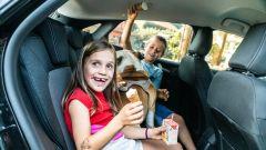 Bambini con gelato a bordo della Ford Puma: cosa mai potrebbe andare storto?