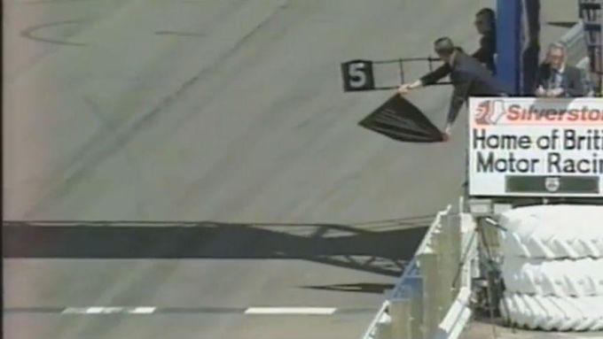 Bandiera nera sventolata a Michael Schumacher nel Gp di Gran Bretagna 1995