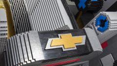 Batmobile di Lego: il logo Chevrolet
