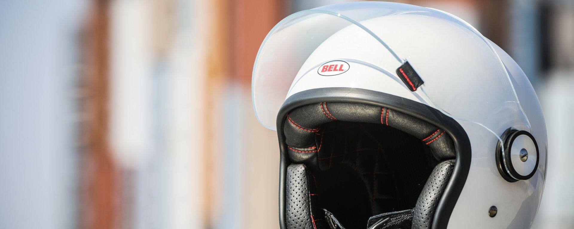 Bell Riot: il primo casco jet con visiera apribile di Bell costa 243 Euro