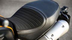 Ben imbottita e rifinita la sella della Ducati Scrambler 1100 Sport