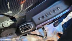 Benelli 1200 GT: i pulsanti sulla carena destra