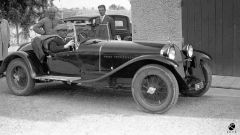 Benito Mussolini al volante della sua Alfa Romeo 6C 1750 SS (Istituto Luce)