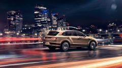 Bentley Bentayga Hybrid 2021: i fanali posteriori di forma ellittica