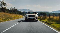 Bentley Bentayga Hybrid 2021: il frontale