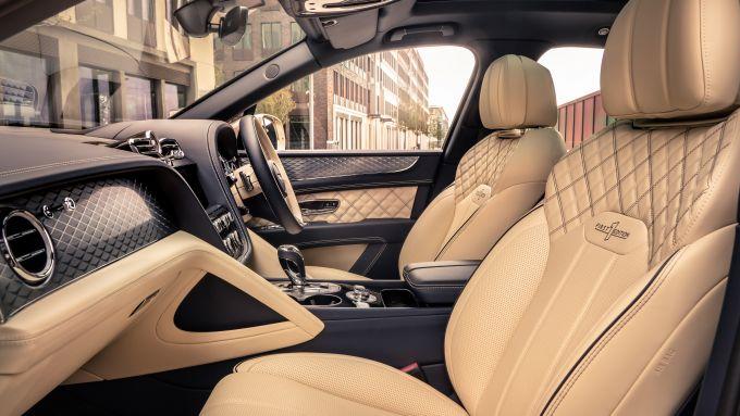 Bentley Bentayga Hybrid 2021: interni, l'abitacolo