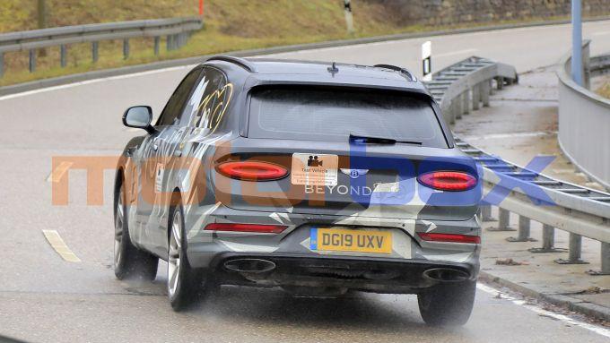 Bentley Bentayga LWB 2021: le prove su strada dei prototipi