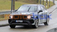 Bentley Bentayga LWB 2021: un momento dei test su strada