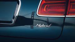 Bentley Bentayga PHEV: dettaglio badge posteriore