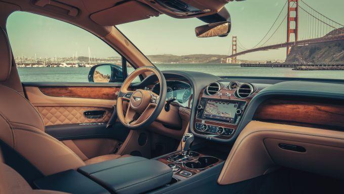 Bentley Bentayga PHEV: gli interni