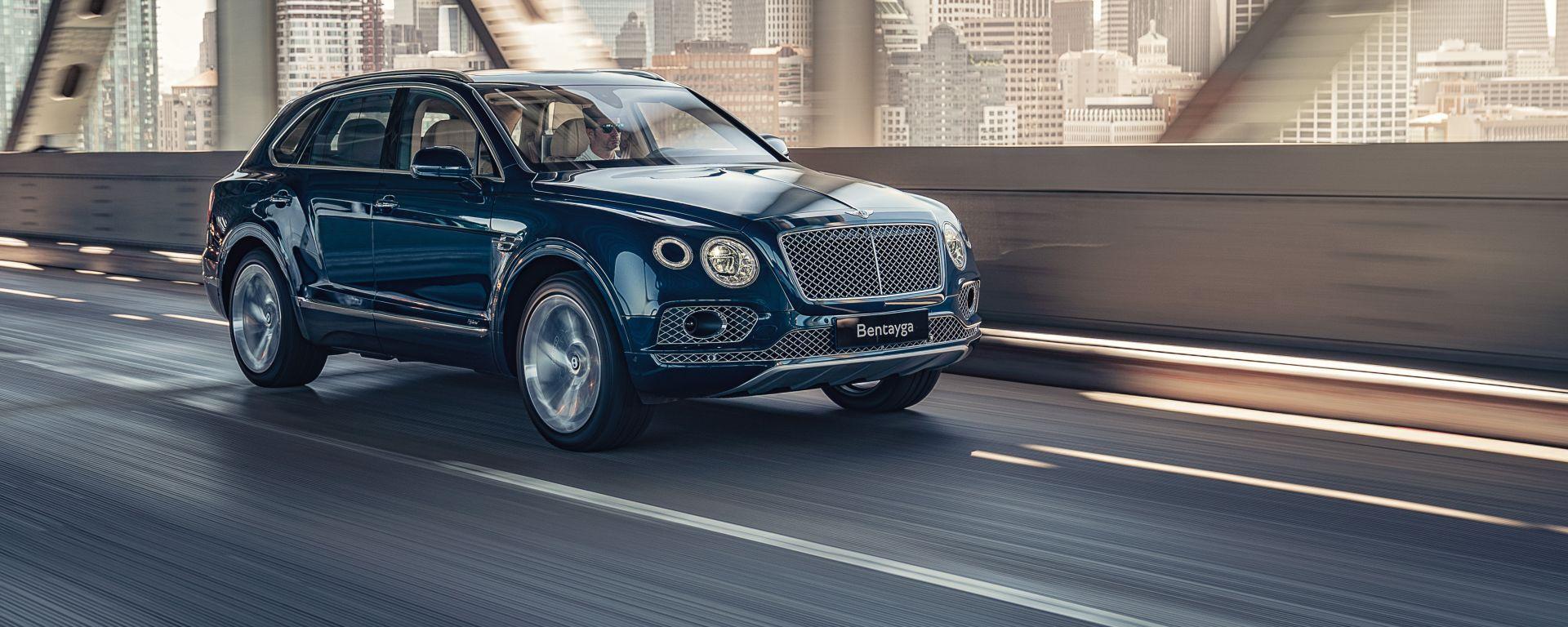Bentley Bentayga PHEV: vista 3/4 anteriore