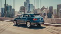 Bentley Bentayga PHEV: vista 3/4 posteriore