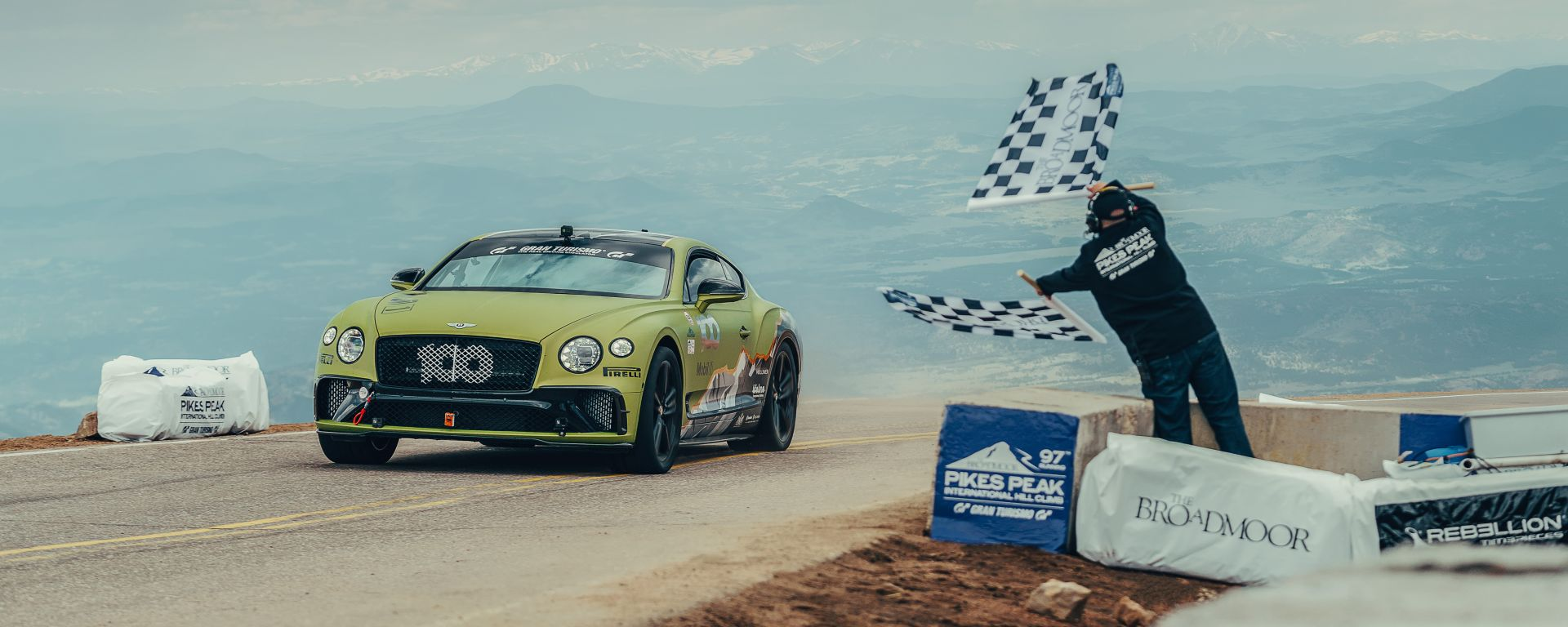 Bentley Continental GT batte Porsche: record a Pikes Peak
