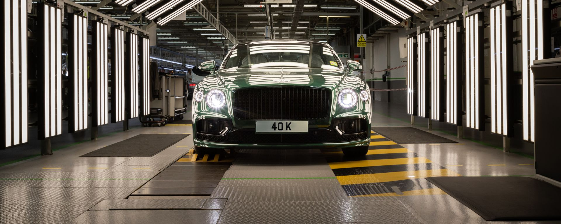 Bentley Flying Spur: l'esemplare numero 40.000 al controllo qualità