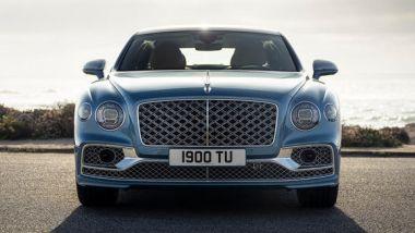 Bentley Flying Spur Mulliner: la calandra cromata e la statuetta illuminata