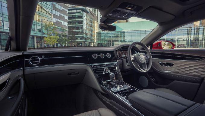 Bentley Flying Spur V8: gli interni, abitacolo anteriore