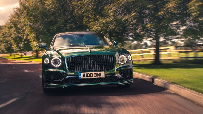 Bentley Fying Spur con la nuova Styling Specification, il frontale
