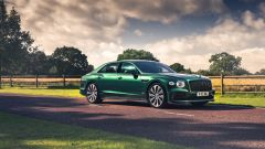 Bentley Fying Spur con la nuova Styling Specification, vista 3/4 anteriore