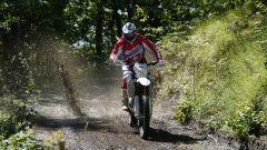 Beta Motorcycles gamma RR 2020, a manetta sul sentiero fangoso