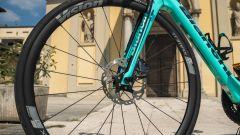 Bianchi Aria e-Road: forcella e ruota anteriore