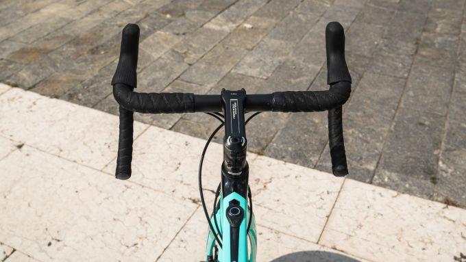 Bianchi Aria e-Road: il manubrio