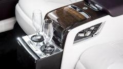 Bicchieri da Champagne a bordo di una Rolls Royce