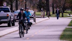 Bici: casco, targa e assicurazione obbligatorie. La proposta legge