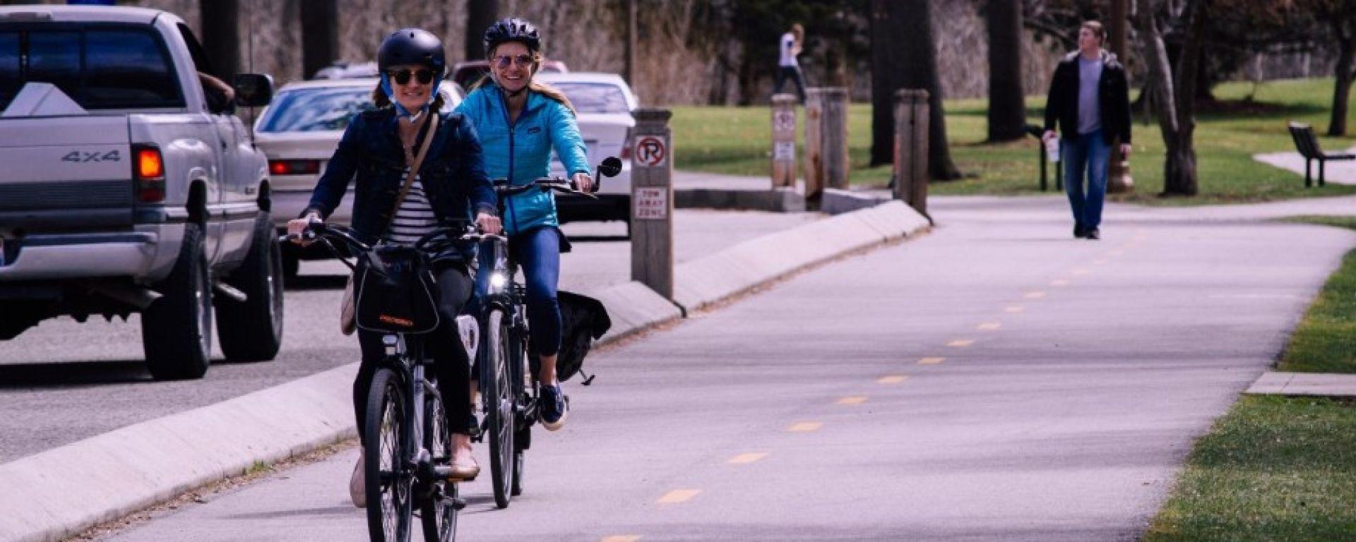 Bici: casco, targa e assicurazione obbligatorie. La proposta