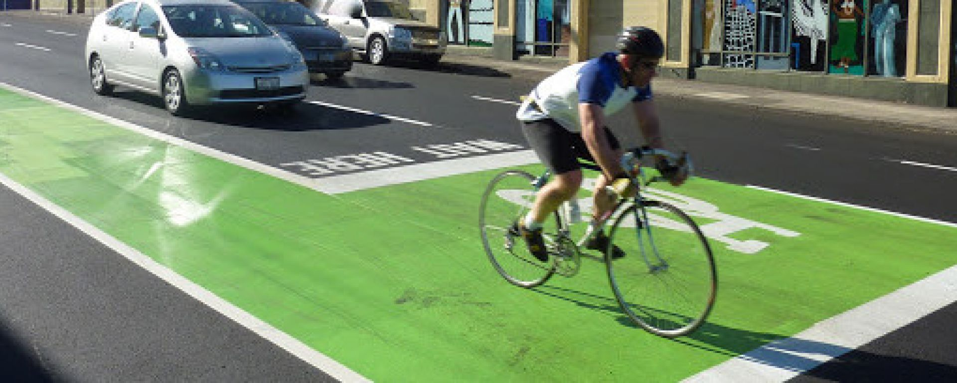 Biciclette e bici elettriche, cambia il Codice della Strada