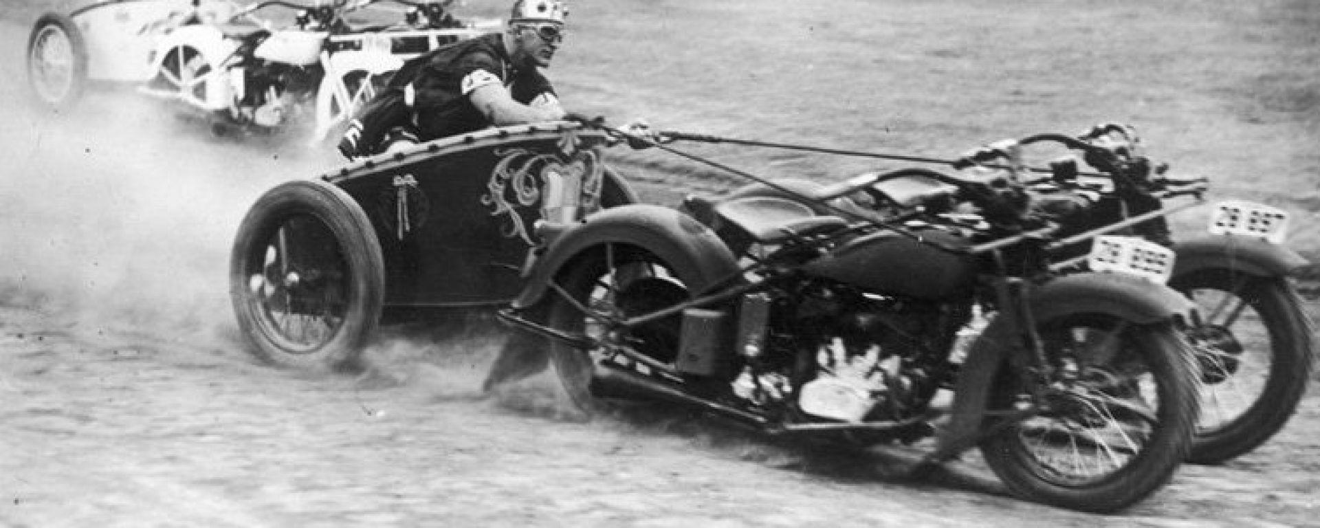 Bighe motorizzate: le moto erano comandate con le briglie