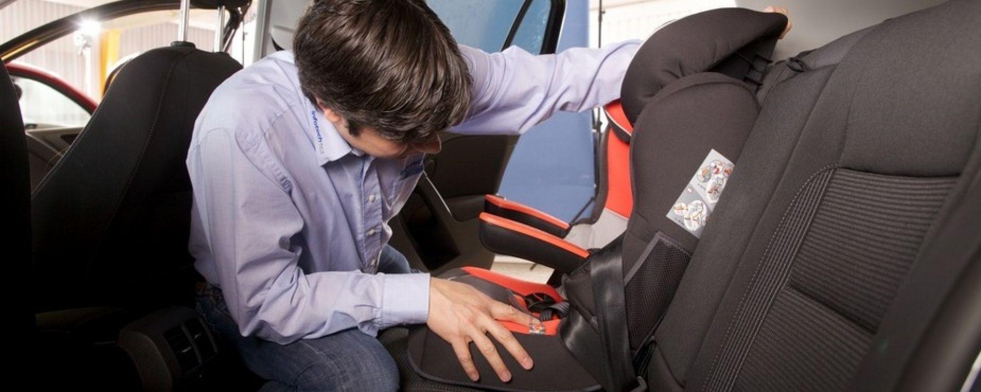 Bimbi a bordo: nuova normativa sui seggiolini per auto