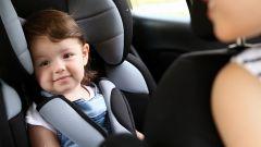 Bimbi in auto, ecco 10 consigli pratici per non dimenticarseli