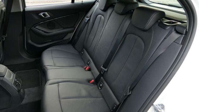 BMW 118i Sport DCT: il sedile posteriore divisibile 60:40, opzionale in modalità 40:20:40