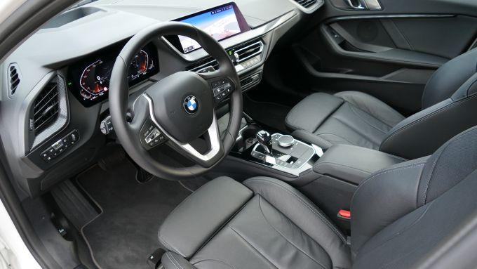 BMW 118i Sport DCT: una vista dell'abitacolo