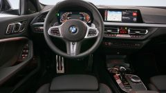 BMW 128ti: volante e cruscotto