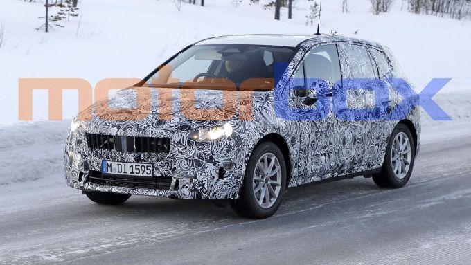 BMW 2 Active Tourer 2021: visuale in movimento, 3/4 anteriore
