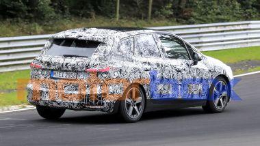 BMW 2 Active Tourer 2022: visuale di 3/4 posteriore