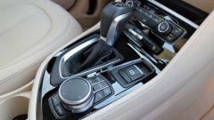 BMW 218d Gran Tourer xDrive: il cambio automatico e il comando iDrive dell'infotainment