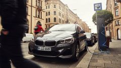 BMW 225xe Active Tourer: il frontale