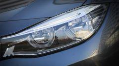 BMW 320d GT xDrive: dettaglio del faro anteriore