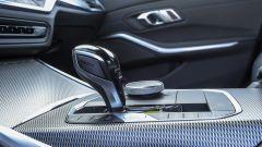 BMW 320d Msport 2019, leva cambio e comandi dell'infotainment