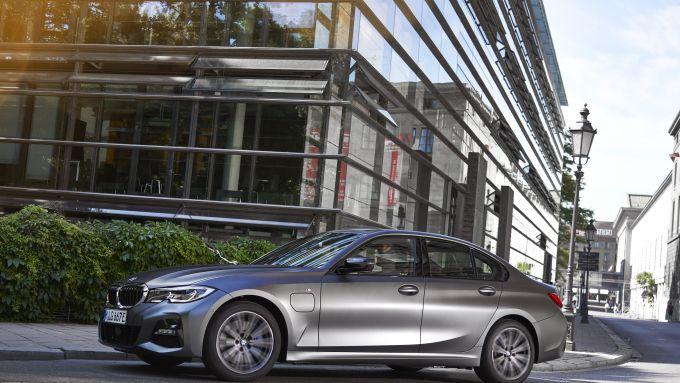 BMW 320e: laterale