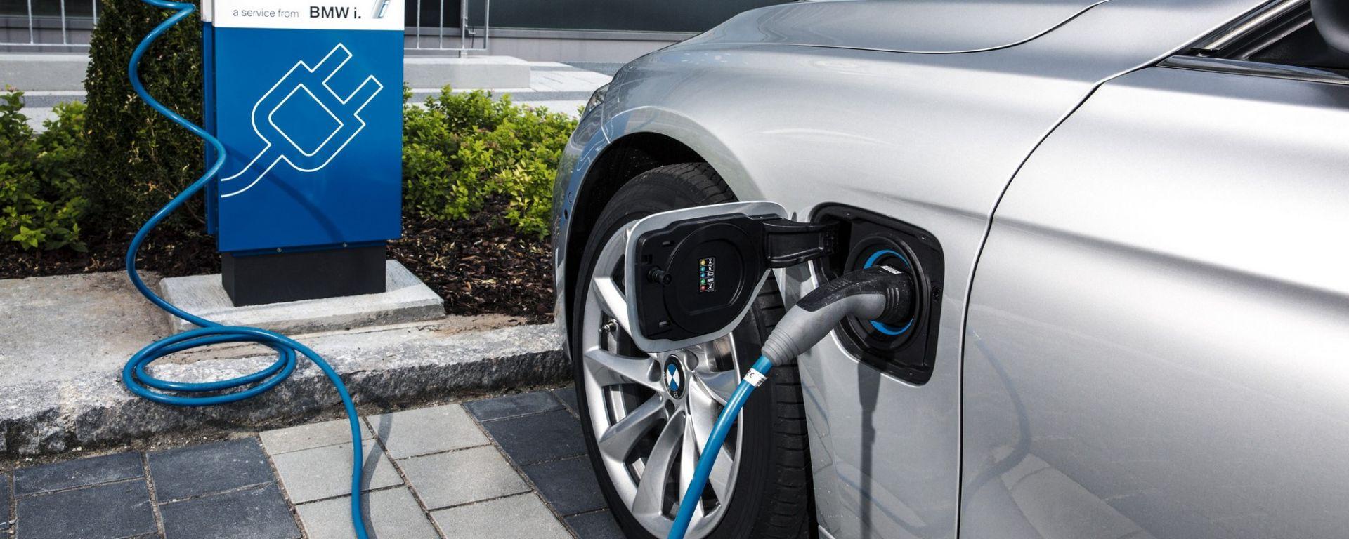 BMW 330e e 330e Touring, dal 2020 Serie 3 berlina e wagon plug-in hybrid