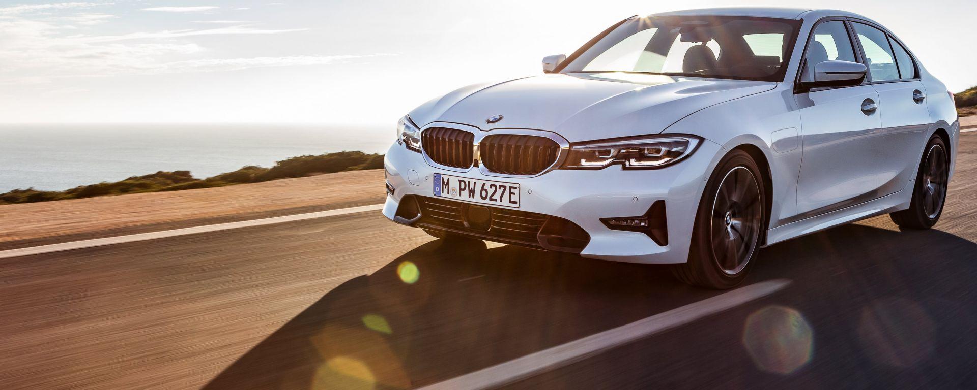 BMW 330e: il frontale