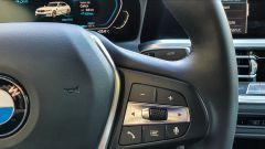 BMW 330e Sport 2020, comandi al volante del vivavoce