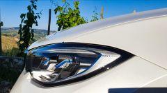 BMW 330e Sport 2020, dettaglio del faro con tecnologia laser