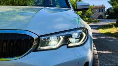 BMW 330e Sport 2020, il gruppo ottico anteriore