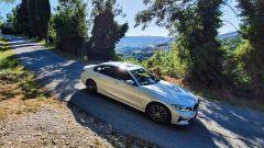 BMW 330e Sport 2020 plug-in hybrid, la prova su strada